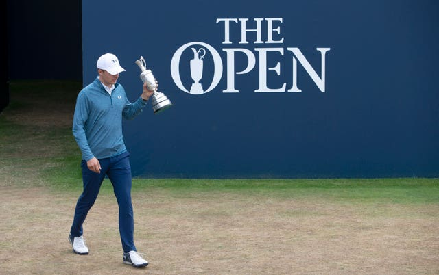 Defending champion Jordan Spieth returned the Claret Jug on the first tee at Carnoustie.