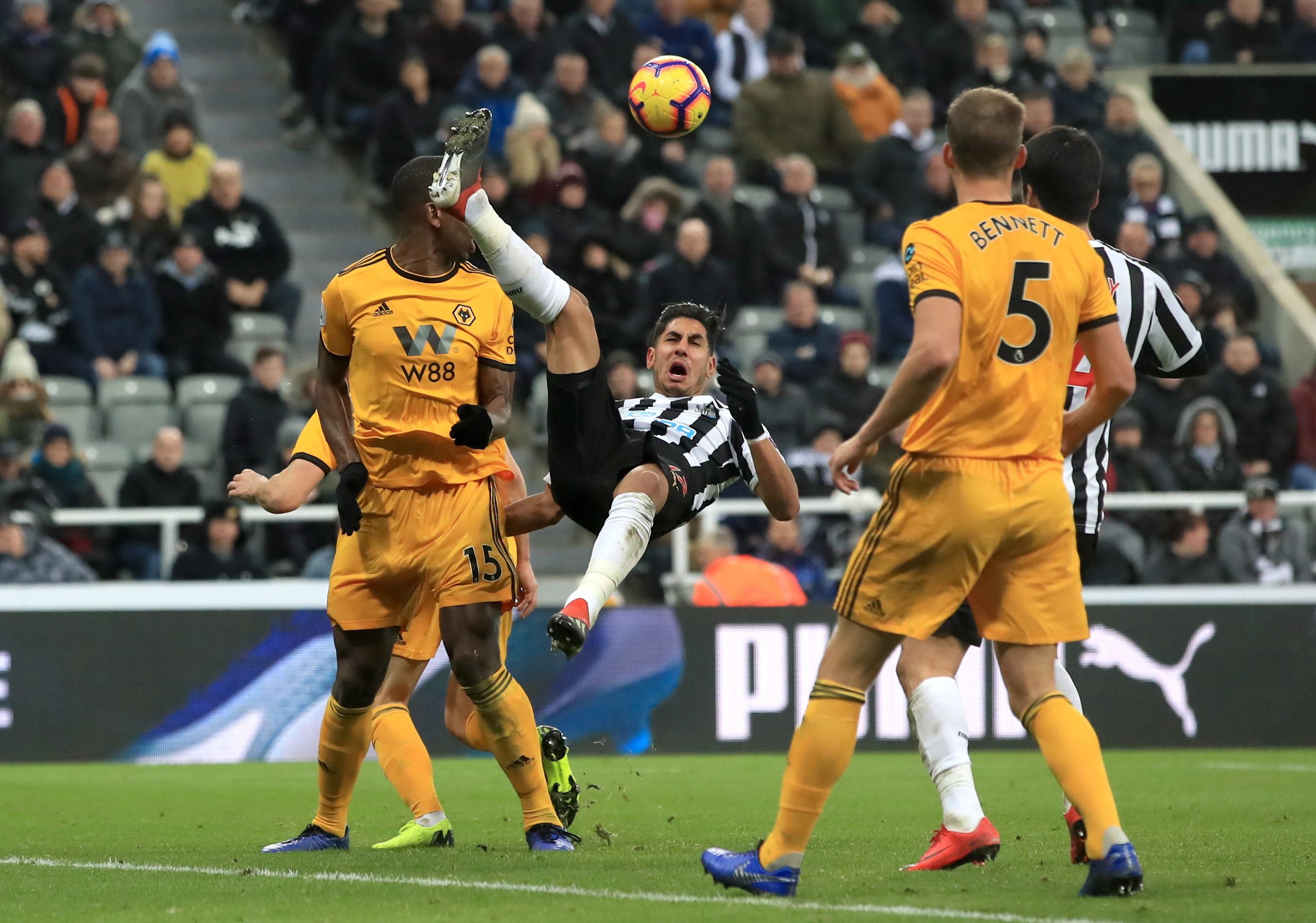Newcastle beaten in added time by Wolves after sending off