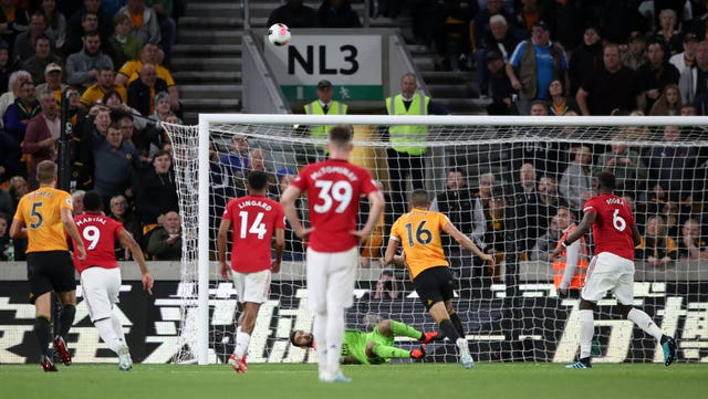 Pogba sees penalty saved in Manchester United's draw at Wolves