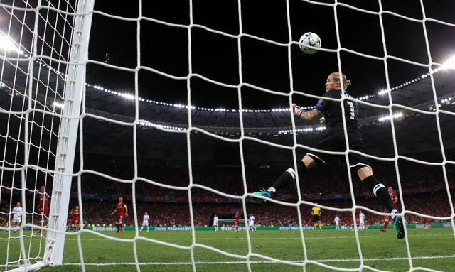 Karius allowed Bale's shot for the third goal to slip through his hands