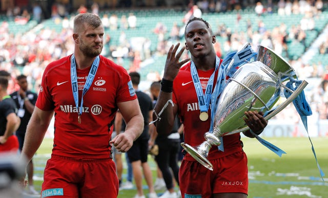 Saracens celebrate with last season's Gallagher Premiership trophy
