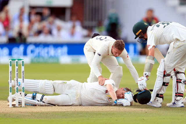 ... which ended up with Smith on the floor after Archer connected with a fierce bouncer