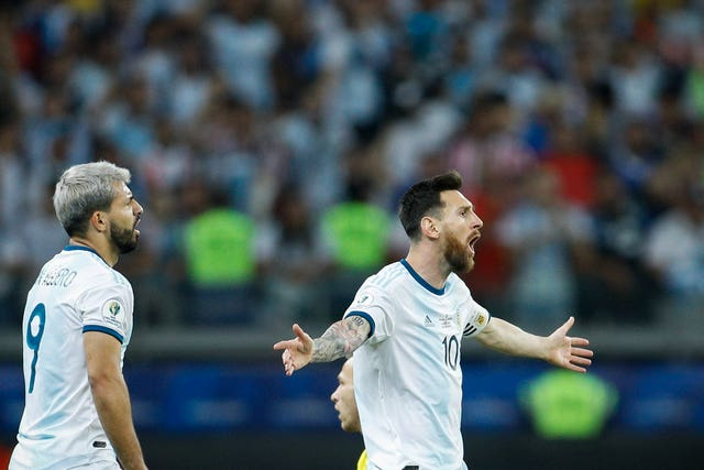Messi believed Argentina should have had a penalty for a foul on Aguero