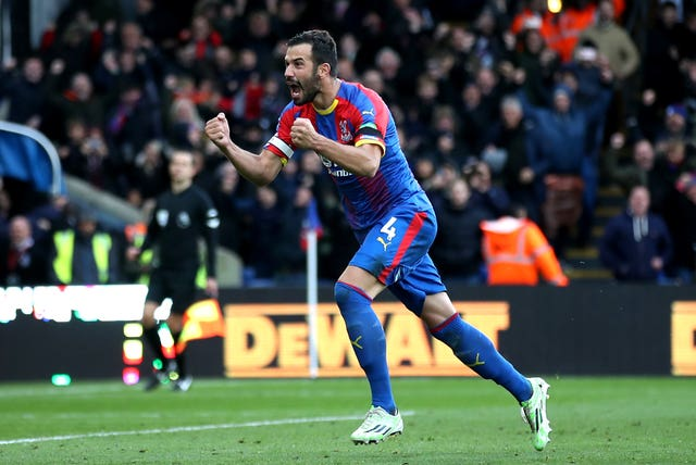 Crystal Palace 2 - 2 Arsenal: Zero to hero for Palace penalty-taker Milivojevic as Eagles hold Arsenal to draw