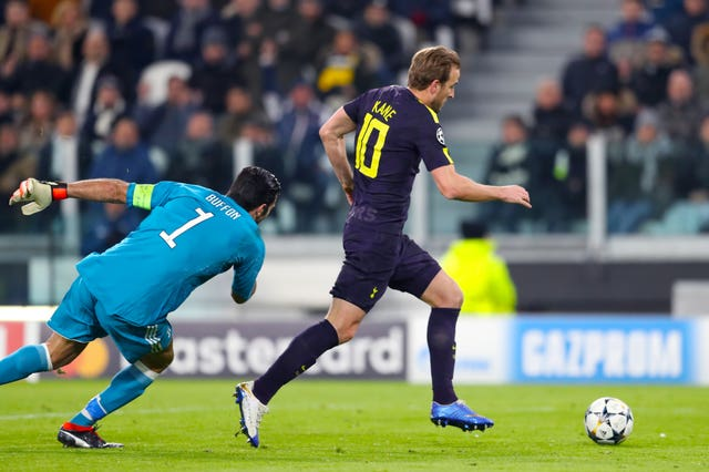 Harry Kane rounds Gianluigi Buffon before equalising