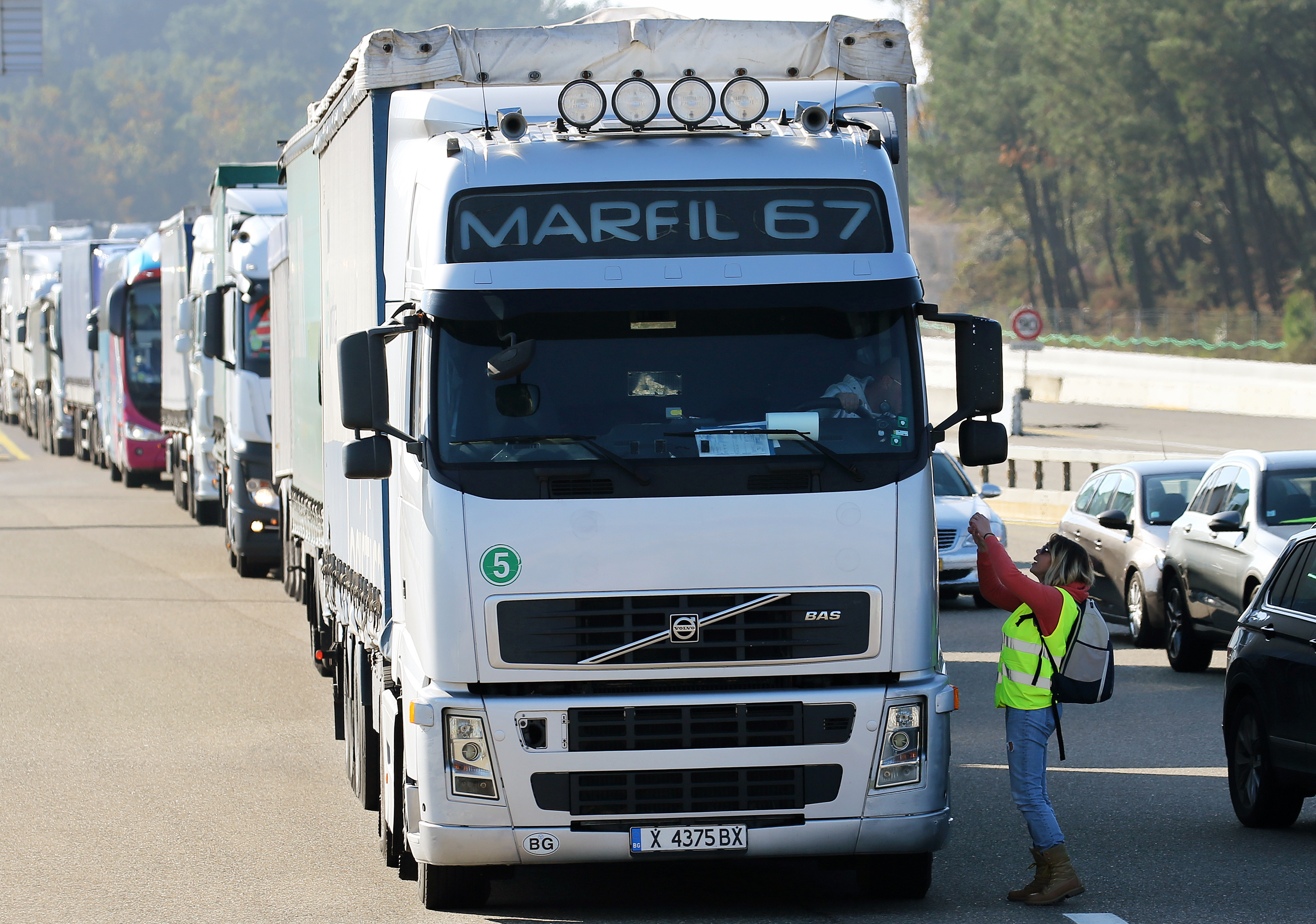 A demonstrator talks to a truck driver