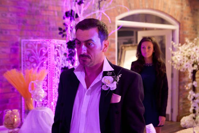 Corrie's Peter kisses Tina on Wedding Day