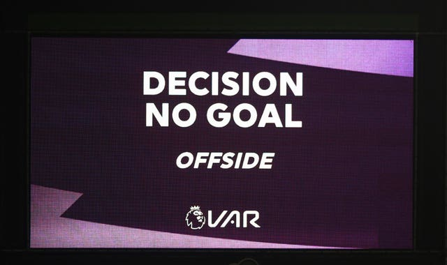 VAR in the spotlight again as Wolves are held by 10-man Leicester