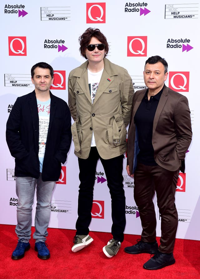 Manic Street Preachers have been denied their Official Albums Chart number one
