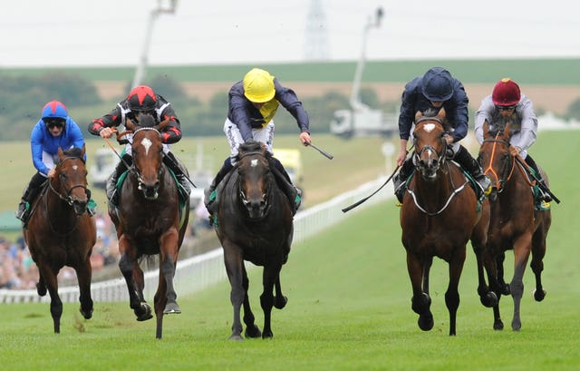 Gustav Klimt (second right) in winning action at Newmarket last season