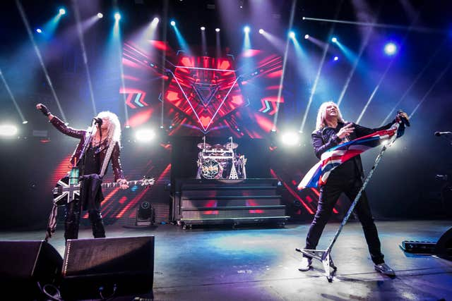 Def Leppard on stage