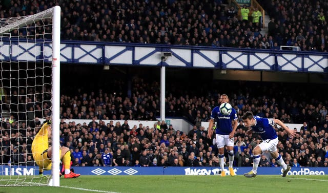 Everton ease to victory over Burnley to keep European dream alive