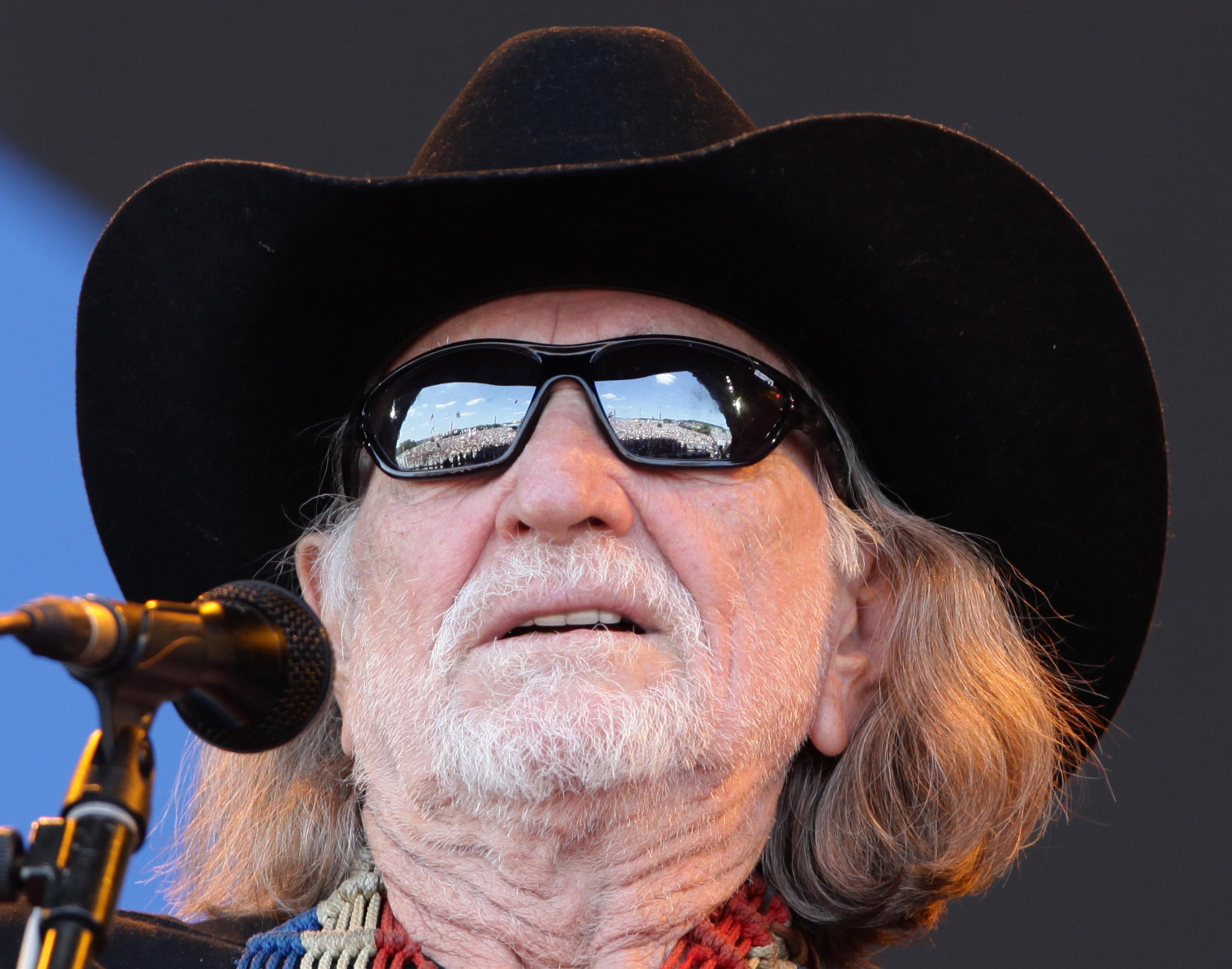 Willie Nelson cancels some tour dates, IN  show still on