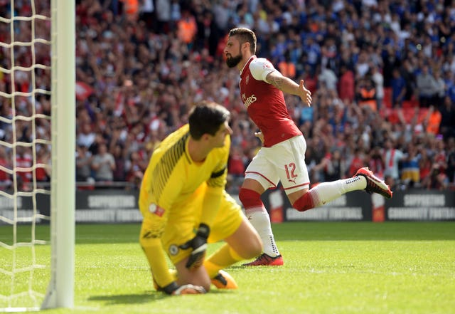 Olivier Giroud scored the deciding penalty as Arsenal lifted the Community Shield at the expense of their London rivals.