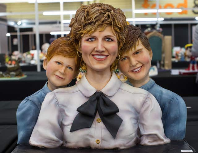 Diana, William and Harry cake