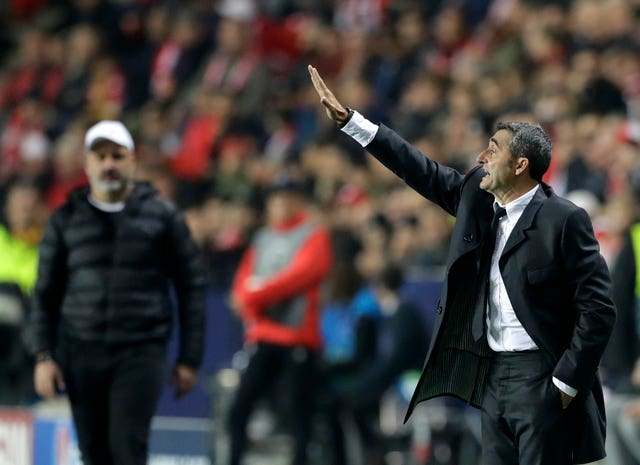 Barcelona head coach Ernesto Valverde gives instructions to his players