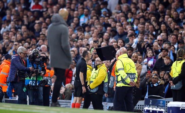 Guardiola looks on as Cuneyt Cakir checks the video