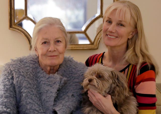 Vanessa Redgrave, her dog Zep, and her daughter Joely Richardson