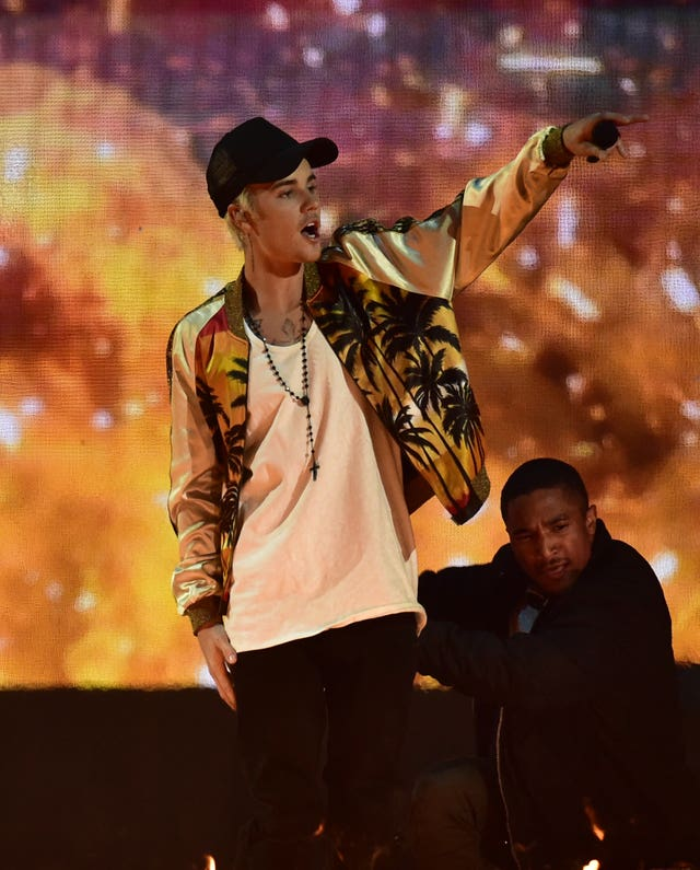 Justin Bieber performs at the Brit Awards 2016