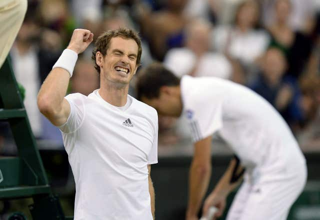 Murray celebrates with Jerzy Janowicz in the background