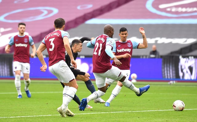 Phil Foden earns Man City point after Michail Antonio's spectacular opener