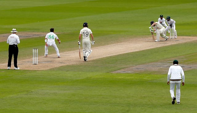 Jos Buttler is bowled by Yasir Shah, second left
