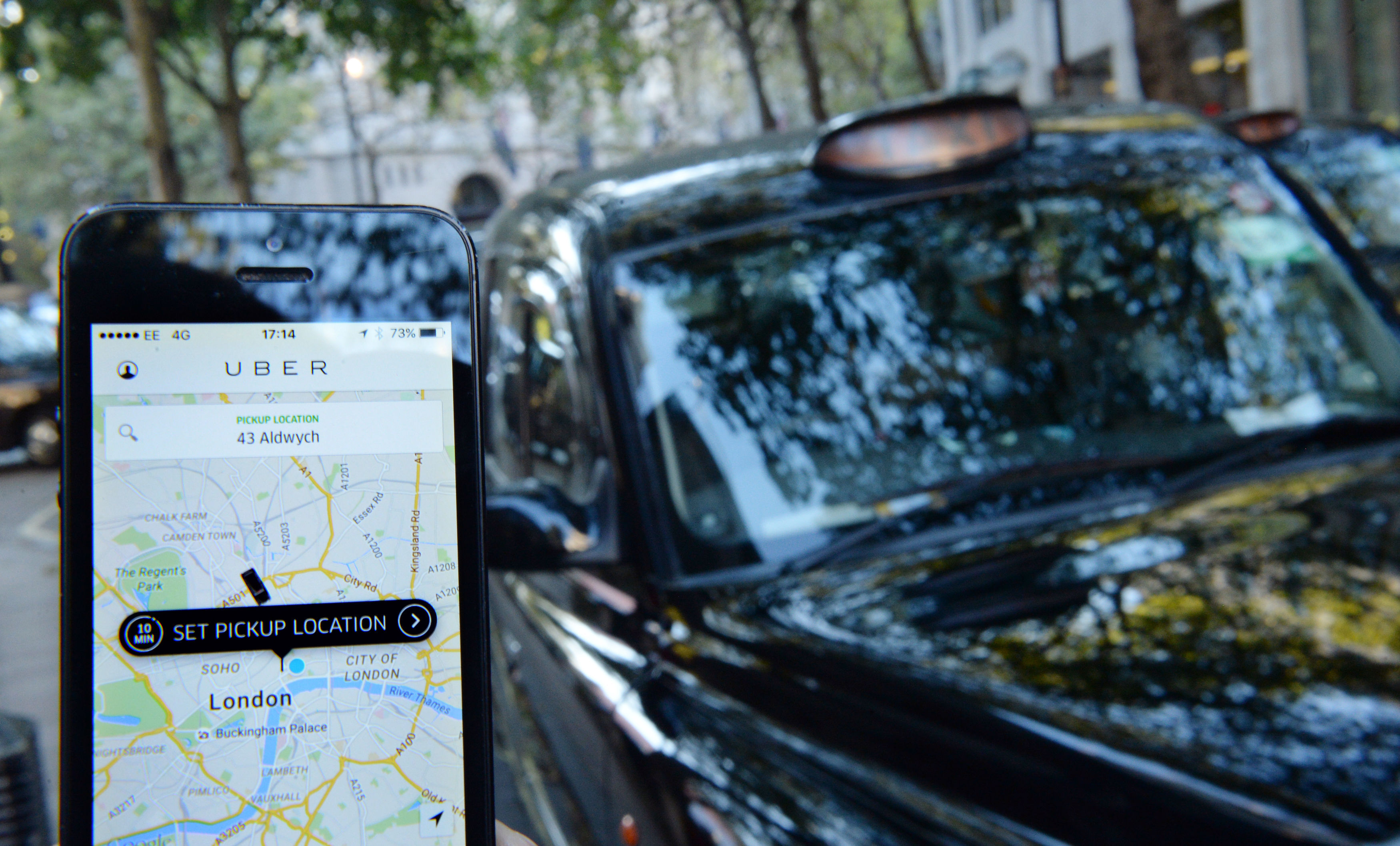 Transport regulator strip Uber of its license