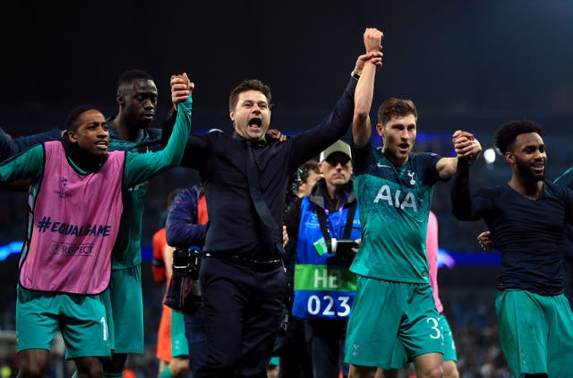 Pochettino and his players celebrate at the final whistle