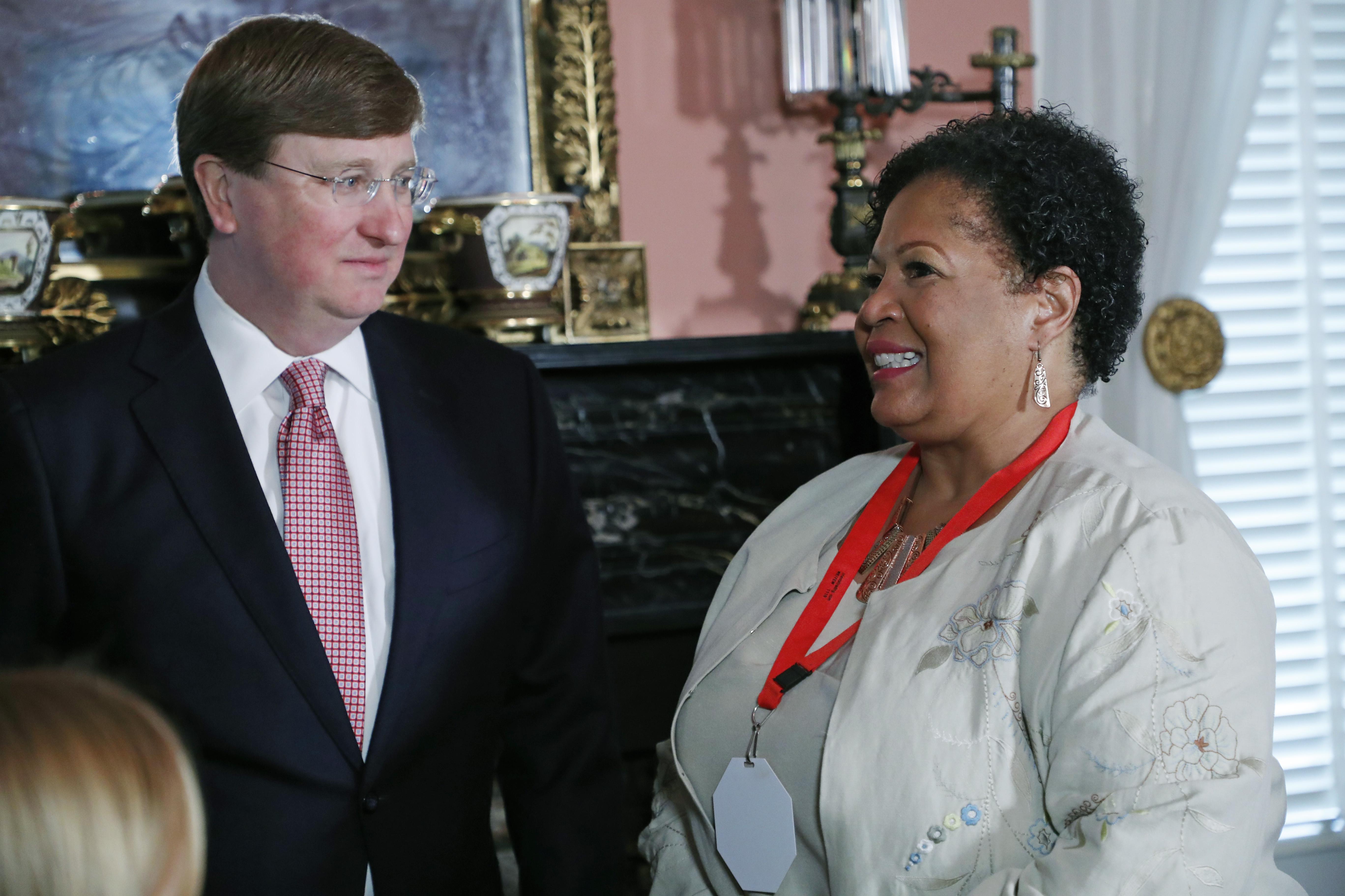 Mississippi governor signs bill retiring last state flag with Confederate battle emblem