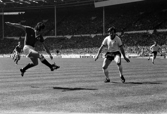 Manchester United's Lou Macari (l) scores against Liverpool