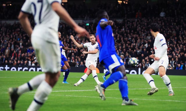 Kane brace caps comeback as Mourinho's Tottenham reach knockout stage