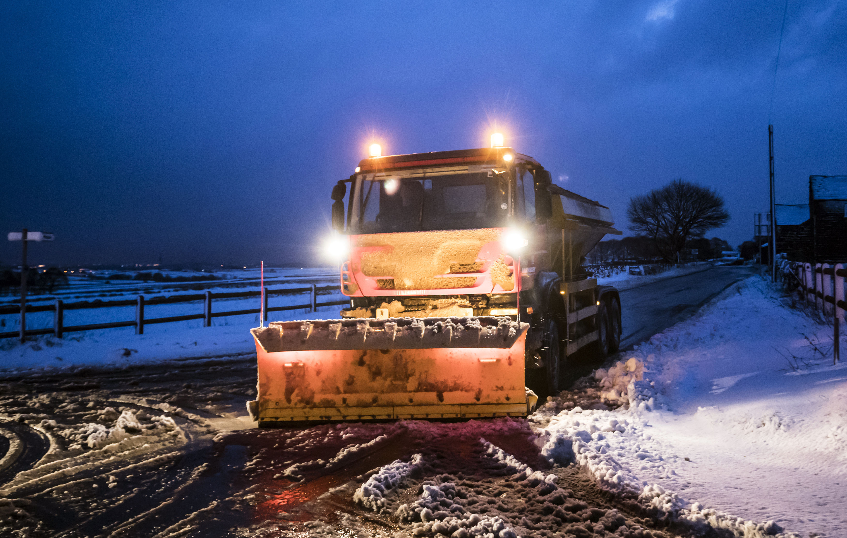 Met office issues new warning for snow and ice in North