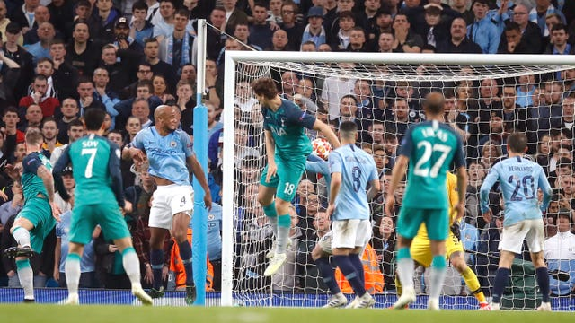 Llorente makes it 4-3 on the night and puts Spurs back ahead on the away goals rule. The Turkish referee is satisfied that the Spaniard did not use his hand to turn the ball in
