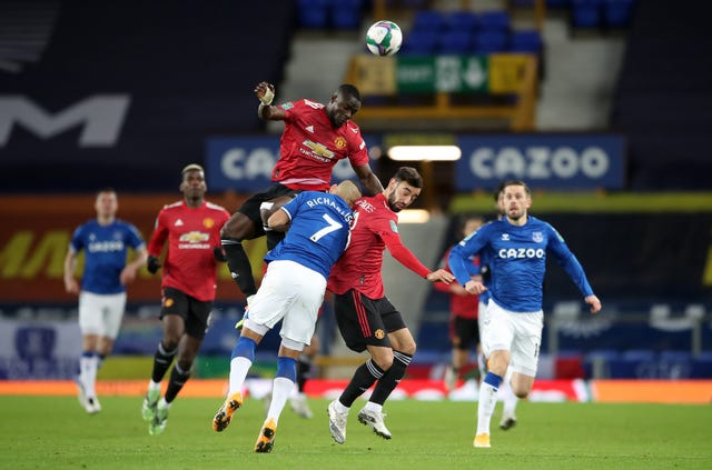 Richarlison was caught between Bailly and Fernandes