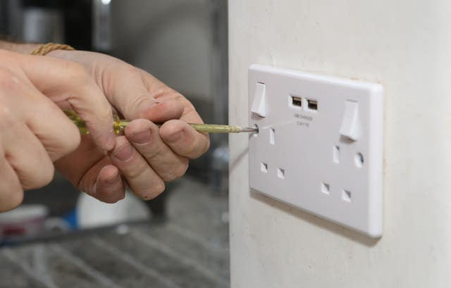 richard burr fitting a usb plug into a wall