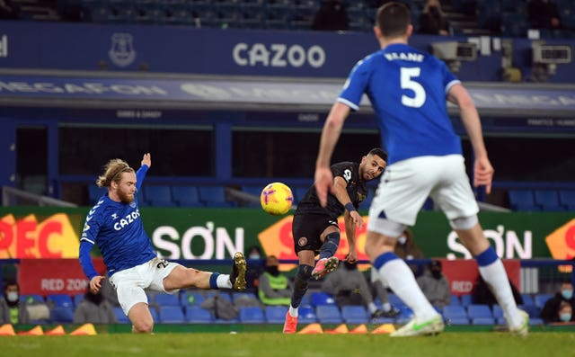 Everton 1 - 3 Manchester City: Manchester City move 10 points clear with convincing victory over Everton