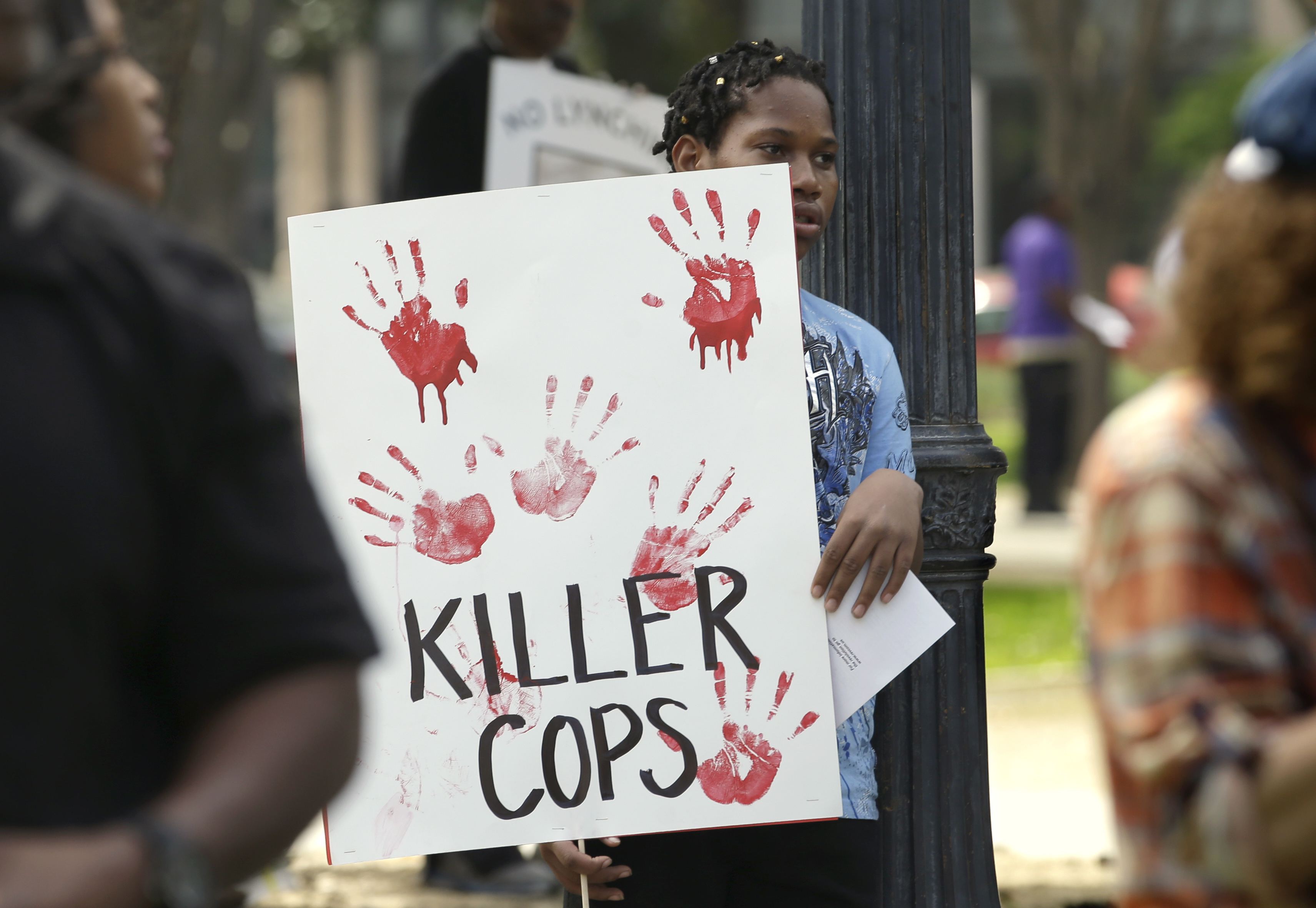 Stephon Clark protesters march downtown, block entrance of Golden 1 Center