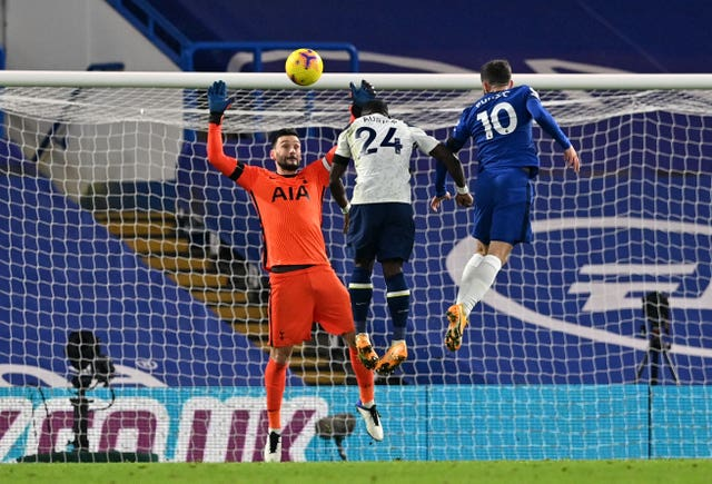 Tottenham's draw at Chelsea kept them top of the Premier League for the second weekend in a row
