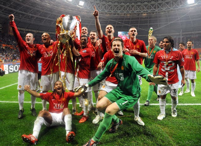 Manchester United celebrate winning the Champions League