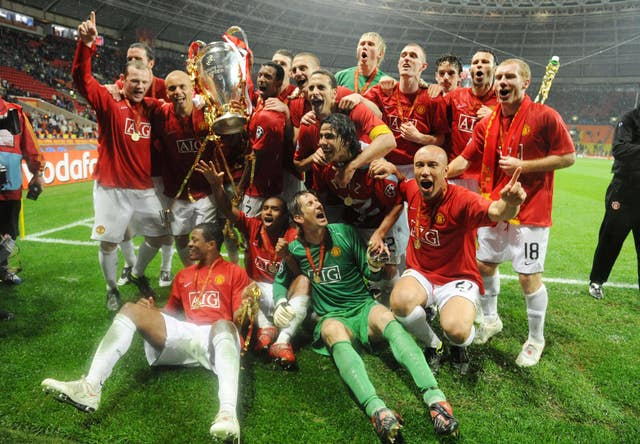 Manchester United players celebrate with the trophy in Moscow
