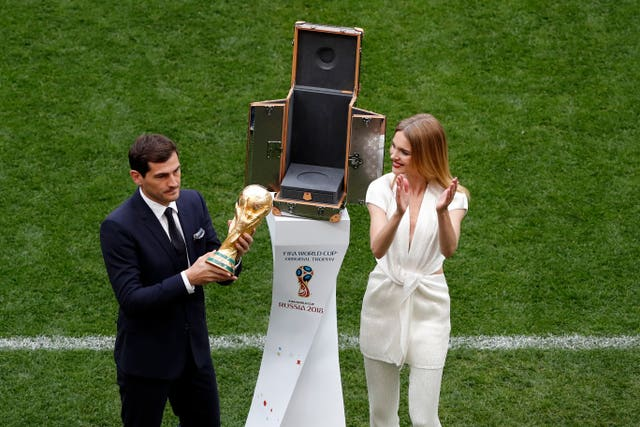Iker Casillas presented the World Cup trophy