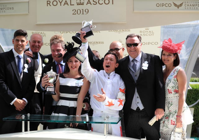Frankie Dettori celebrates with winning connections of Advertise
