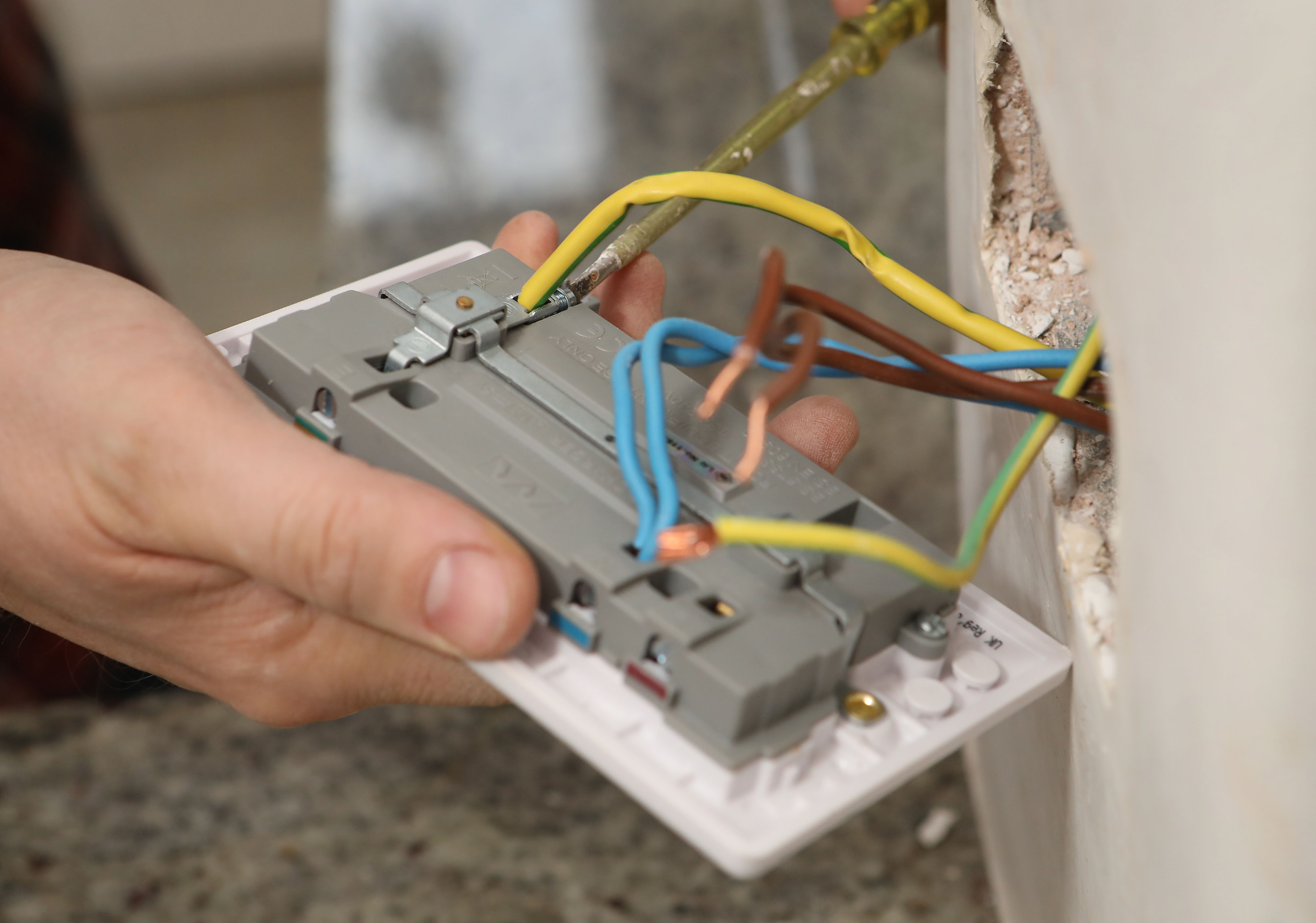 Install Electrical Outlet >> Wiring A Plug Socket Solving Your Problem About Wiring Diagram
