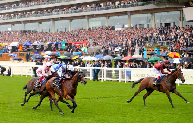 Circus Maximus held off King Of Comedy in the St James's Palace Stakes