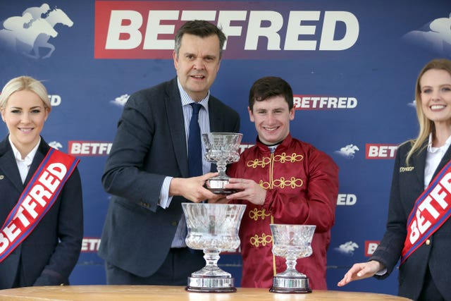 Oisin Murphy all smiles picking up his Betfred Dante trophy