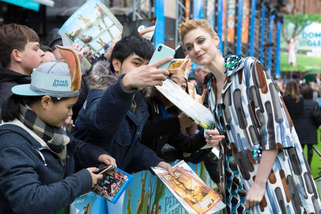 Elizabeth Debicki meets movie fans at the premiere of Peter Rabbit (Rick Findler/PA)