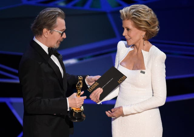 Jane Fonda, right, presents Gary Oldman with the award (Chris Pizzello/Invision/AP)