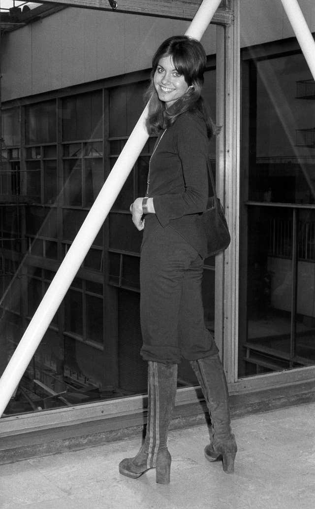 Olivia Newton-John at Heathrow Airport in 1974