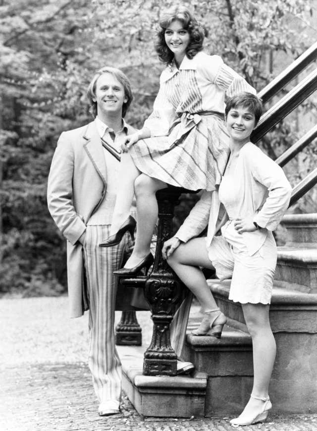 Peter Davison as the Doctor with his assistants Sarah Sutton and Janet Fielding