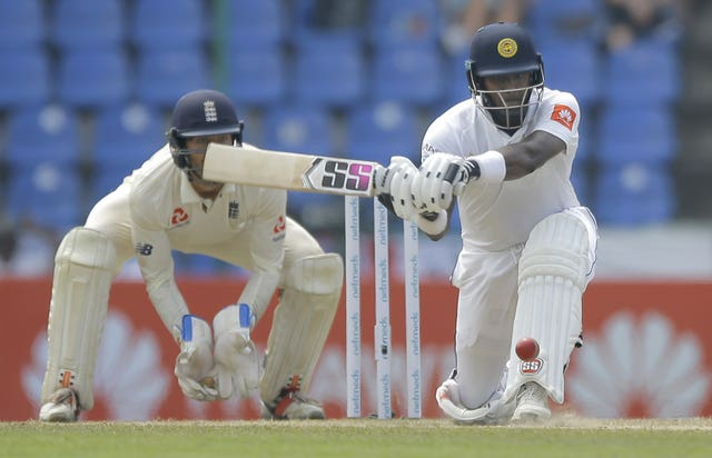 Angelo Mathews is holding firm for Sri Lanka